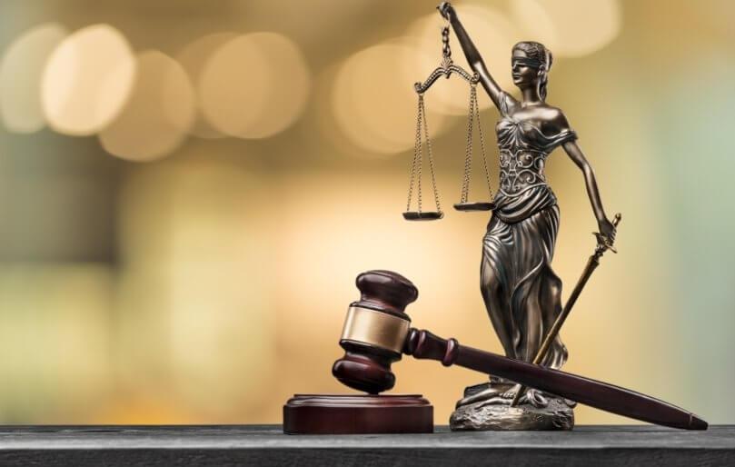 O avocată, condamnată definitiv  pentru fals în înscrisuri sub semnătură privată