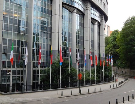 Raport CE: Angajamentul actualului guvern privind reluarea ritmului reformei a dus la scăderea tensiunilor în sistemul judiciar din România