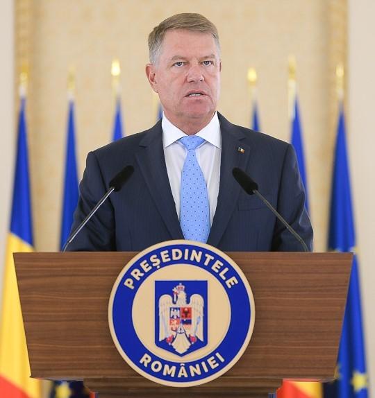 Lege promulgată de Klaus Iohannis: solicitările de eliberare a cazierelor judiciare şi actelor de stare civilă se pot face şi prin avocaţi