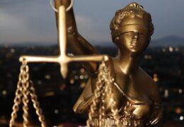 Un notar public scapă cu un avertisment, după ce judecătorii instanței supreme au desființat o condamnare penală de 1 an de închisoare cu suspendare