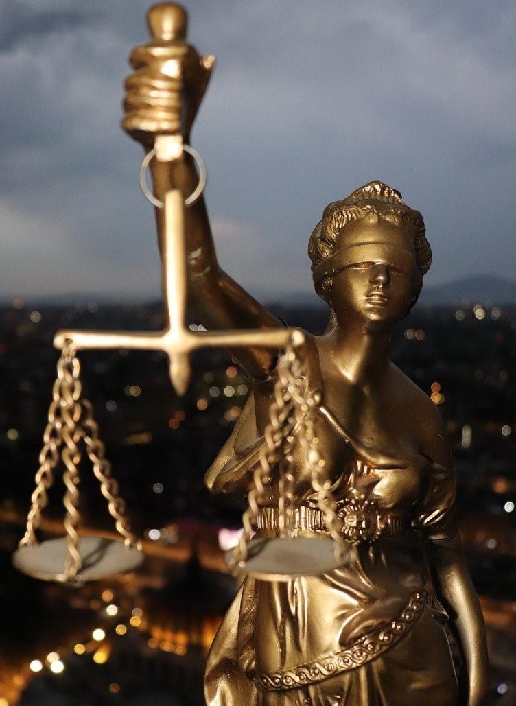Revoltător / De ce va primi totuși pensie de serviciu un procuror, după ce a fost condamnat definitiv la închisoare cu suspendare, pentru că a condus băut la volan