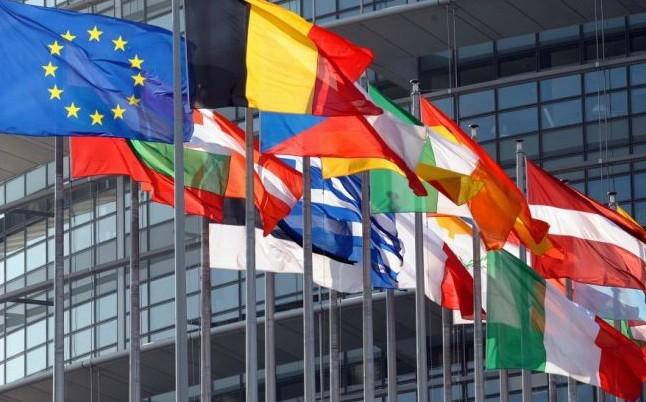 O familie de magistrați va încasa lunar circa 20.000 euro de la instituțiile europene